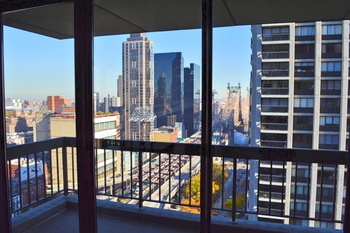 NO FEE! 2 Bedroom 2 Bathroom with Balcony in Midtown East!